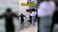 奮不顧身勇救落水者,你從水里走上來的身影真帥