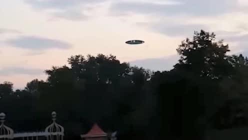 开着大灯的UFO我还是第一次见,堪比好莱坞大片!的图片