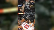 詹姆斯最炸裂的一次空接,从对手头上飞过,扣篮大赛都罕见