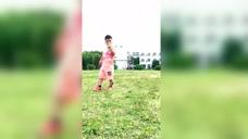 小伙玩足球,高手从不回头看进球,太自信了图标