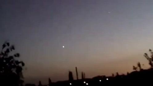 国外UFO目击:那绝对不是飞机,那到底是什么啊?的图片