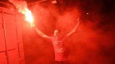 等候30年!利物浦夺英超首冠,球迷疯狂庆祝头像