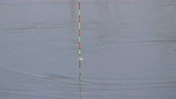 野钓,气温越来越高,打几个窝钓鱼了