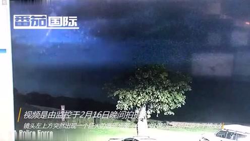 真的是UFO吗?监控拍下雷暴夜空中神秘光圈 第20张