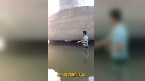 别说野河不好钓鱼,只是你不够认真,桥蹲下鱼儿不少啊