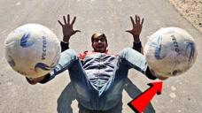 牛人挑战踩着足球奔跑,站起来瞬间,这姿势堪比超模