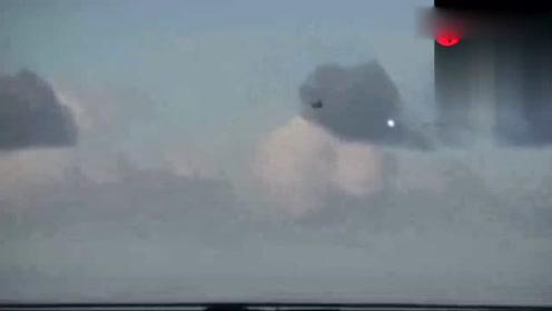 监控疑是拍下UFO带走飞机一幕,太恐怖了的图片