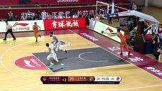 柳伟抓下篮板直接长甩 黄荣奇接球上篮如水银泻地