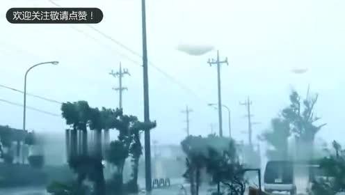 十级台风挡不住UFO窥探地球的热情,2个三角形UFO逆风飞行!的图片