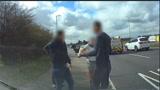 碰瓷?英国一车主高速公路突然刹车 后面的车躲闪不及只能撞上
