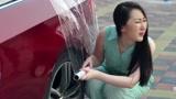 小明老师开200万宝马敞篷跑车,遇到下雨天真尴尬!