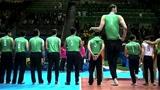 世界上最高的排球运动员,身高秒杀姚明,却只能坐着打排球
