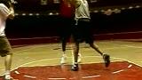 篮球前锋打法视频教学 小前锋预览 篮球教材大全切入过人.