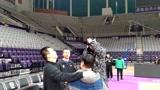 辽篮VS新疆赛前训练,周琦和场边的郭士强热聊