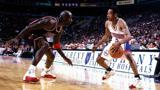 经典回顾:23年前的今天,艾弗森一记crossover晃过篮球之神