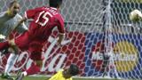 国足美妙配合戏耍巴西,肇俊哲中柱错失国足世界杯首球。