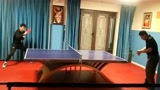 疫情期间张继科在家休息,和父亲比赛打乒乓球,姜果然还是老的辣!