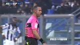 萨索洛VS乌迪内斯:黑队球员射门,被收守门员拿到