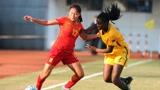 中国男足和女足到底差多少?女足队员掀开马甲线,男足鸦雀无声