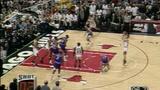 97年总决赛公牛队三角战术 乔丹助攻科尔投出致命一击