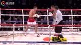 戈洛夫金勇猛出拳,几次都把穆雷逼到读秒,轻松取胜