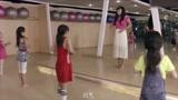 小明的老妈教学瑜伽,场面那动作不忍直视