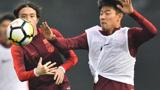 王刚在国家队跑不动,一回俱乐部就爆发,球迷:里皮是被坑走的