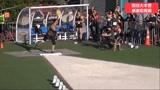 亚当斯投了18.73米