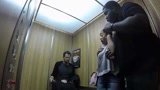 优秀的万圣节恶作剧:男子扭断人头,乘客吓疯了