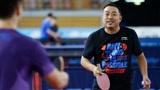 中国乒乓球已经到这种地步了?刘国梁示范发球,精准定位一球入魂!