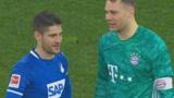 罕见!拜仁前锋与对方门将互相传球,诺伊尔跑中圈聊天