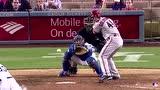 男人看完都捏把汗! MLB赛场被棒球命中要害集锦