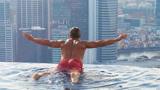 """世界最危险的""""无边泳池"""",建在200米高空,一不小心就会掉下来"""