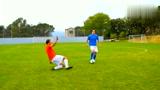在足球场上,你知道什么动作最容易被吹犯规吗