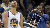 库里连续两场命中10记三分 NBA历史第一人 篮筐像大海一样宽阔