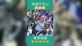 北京:CBA北京首钢男篮球员 林书豪首秀赛后将战靴赠送小男孩球迷