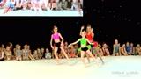 活泼动感!实拍三个俄罗斯女孩的体操表演