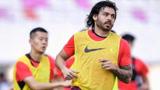 高拉特已正式入籍,中国足球有希望了?米卢大实话泼国足冷水