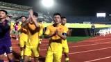 U23国足遭韩国队绝杀!赛后球员们谢场!远征球迷高声鼓励