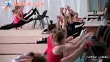 """用""""劈叉""""开启一天的训练,俄罗斯体操女孩好辛苦"""