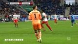 霍芬海姆VS奥格斯堡:球员将球传到禁区,足球被守门员抱住