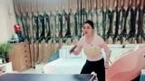 疫情期间在家也不要紧,老婆不知道从哪里搞来一个乒乓球台,真是万能的!