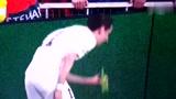曼联恐遭欧足联处罚 球迷朝迪马利亚扔酒瓶