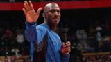 退役乔丹背打公牛小菜鸟,就像喝水一样碾压,篮球之神太强了!