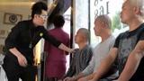 三个光头小伙来理发,看大鹏是如何处理的