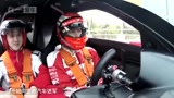 马失前蹄 F1世界冠军开9匹马力的车竟然翻车了, 生涯最大污点!
