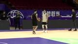 张庆鹏和队友开始1V1单挑赛,俩人互有攻守
