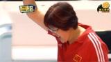 """拿下赛点第一次见郎平""""咬牙挥拳"""",中国女排30:28淘汰东道主,经典!"""
