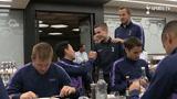点赞!穆里尼奥邀请热刺机智球童参加全队就餐,足球文化的体现